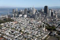 Vista aérea del centro de la ciudad de San Francisco y del puente de la bahía Imagen de archivo