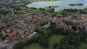 Vista aérea del centro de la iglesia y de ciudad de Hornsea Yorkshire del este, Reino Unido metrajes
