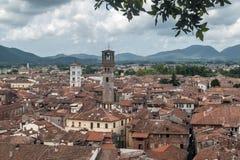 Vista aérea del centro de Lucca, Toscana, Italia de la torre de Guinigi imagen de archivo