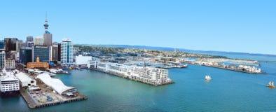 Vista aérea del centro financiero de Auckland contra el Waitemata Fotografía de archivo libre de regalías