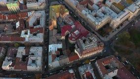 Vista aérea del centro histórico de Lviv Tiroteo con el abejón almacen de metraje de vídeo