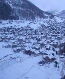 Vista aérea del centro turístico del invierno, Switzerla Imágenes de archivo libres de regalías