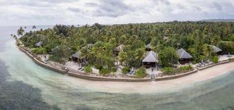 Vista aérea del centro turístico hermoso en el parque nacional de Wakatobi Foto de archivo libre de regalías