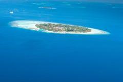 Vista aérea del centro turístico isleño en Maldivas Fotos de archivo