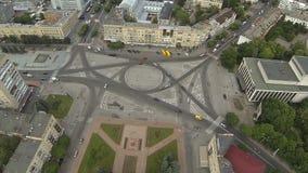 Vista aérea del cuadrado de la catedral en Zhytomyr ucrania metrajes