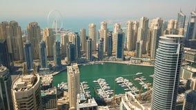 Vista aérea del distrito del puerto deportivo de Dubai metrajes