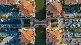 Vista aérea del distrito residencial y de casas modernos desde arriba Imagen de archivo