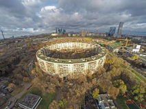 Vista aérea del edificio redondo en Moscú Imagen de archivo