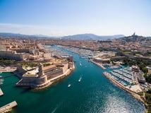 Vista aérea del embarcadero de Marsella - puerto de Vieux, castillo de Jean del santo, a fotografía de archivo libre de regalías