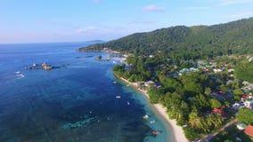Vista aérea del embarcadero en la isla de Digue del La (reunión) del la de Anse, Seychelles almacen de video