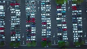 Vista aérea del estacionamiento del coche almacen de metraje de vídeo