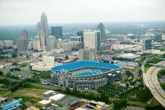 Vista aérea del estadio y de Charlotte, NC de Ericcson Imagen de archivo