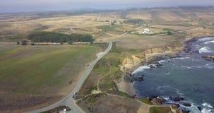Vista aérea del faro del punto de la paloma en California