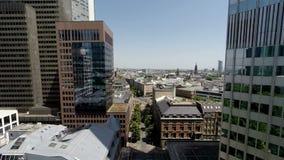 Vista aérea del fondo de la arquitectura del horizonte de la ciudad almacen de video