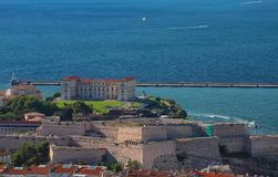 Vista aérea del fuerte San Nicolás y del palacio de Pharo en Marsella imágenes de archivo libres de regalías