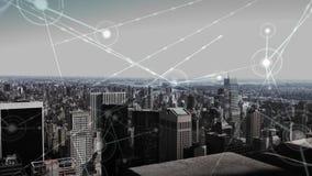 Vista aérea del horizonte de la ciudad con las conexiones de datos