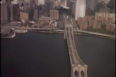Vista aérea del horizonte de Manhattan del helicóptero metrajes
