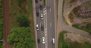 Vista aérea del intercambio de la carretera de la ciudad urbana moderna almacen de metraje de vídeo