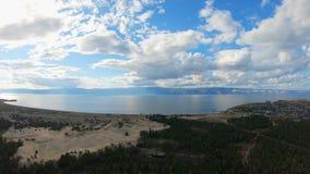 Vista aérea del lago Baikal, isla de Olkhon, Khuzhir almacen de metraje de vídeo