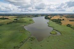 Vista aérea del lago Gundsoemagle en Dinamarca imagen de archivo