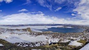 Vista aérea del lago Myvatn de la cumbre de Vindbelgur en Islandia Imagenes de archivo