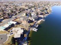 Vista aérea del lago ocultado en Westminster Colorado Fotografía de archivo