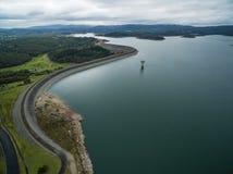 Vista aérea del lago reservoir de Cardinia y de alrededores rurales fotografía de archivo