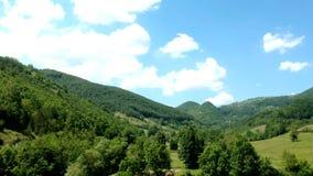 Vista aérea del manantial de Taor - Serbia metrajes