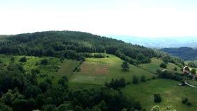Vista aérea del manantial de Taor - Serbia almacen de metraje de vídeo