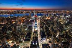 Vista aérea del Midtown Manhattan del oeste con los nuevos rascacielos de Hudson Yards debajo del contruction en el crepúsculo Ma fotos de archivo libres de regalías