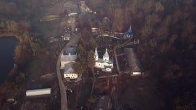 Vista aérea del monasterio cristiano almacen de video