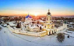 Vista aérea del monasterio de Vysotskiy en la salida del sol en Serpukhov Imágenes de archivo libres de regalías