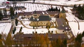 Vista aérea del monasterio ortodoxo medieval de Putna metrajes