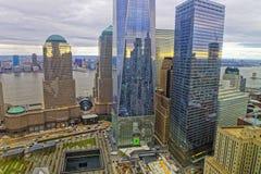 Vista aérea del monumento nacional del 11 de septiembre en distrito financiero Imagen de archivo libre de regalías