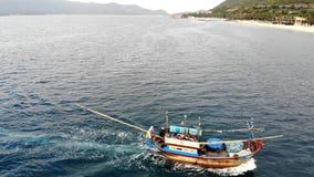 Vista aérea del muelle del pescador de Tamsui, Taiwán almacen de video