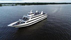 Vista aérea del PA del río Delaware Philadelphia del buque de pasajeros almacen de video