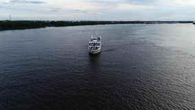 Vista aérea del PA del río Delaware Philadelphia del buque de pasajeros metrajes