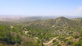 Vista aérea del paisaje de las montañas almacen de metraje de vídeo