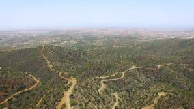 Vista aérea del paisaje de las montañas metrajes