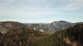 Vista aérea del paisaje de pirenáico en Occitanie, Francia almacen de metraje de vídeo