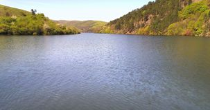 Vista aérea del paisaje del destino del lago almacen de video