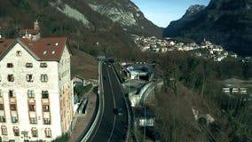 Vista aérea del paisaje típico en área montañosa de Italia septentrional almacen de metraje de vídeo