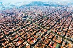 Vista aérea del paisaje urbano de Barcelona del helicóptero imagen de archivo