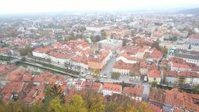 Vista aérea del paisaje urbano de Ljubliana almacen de metraje de vídeo