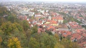 Vista aérea del paisaje urbano de Ljubliana metrajes