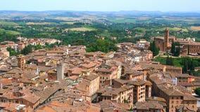 Vista aérea del paisaje urbano de Siena en Toscana Italia almacen de video