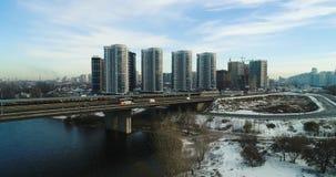 Vista aérea del paisaje urbano en Kiev Ciudad trraffic metrajes