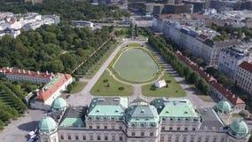 Vista aérea del palacio del belvedere en Viena, Austria metrajes