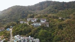 Vista aérea del panorama aéreo 4k del paisaje de la isla de la ciudad de phuket del día soleado metrajes