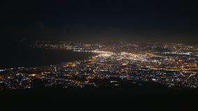 Vista aérea del panorama de Napoli en la noche almacen de video